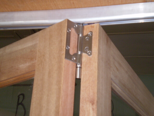Hinges For The Top Track Have 4 Nylon Wheels For Easy And Smooth  Operation.The Intermediate Hinges Are A Stainless Non Mortice ...